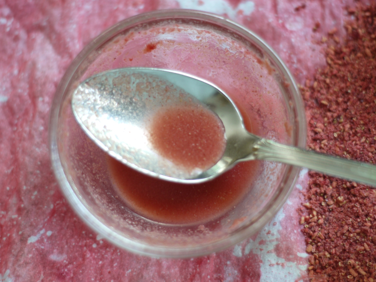 Dried Strawberry Powder in water
