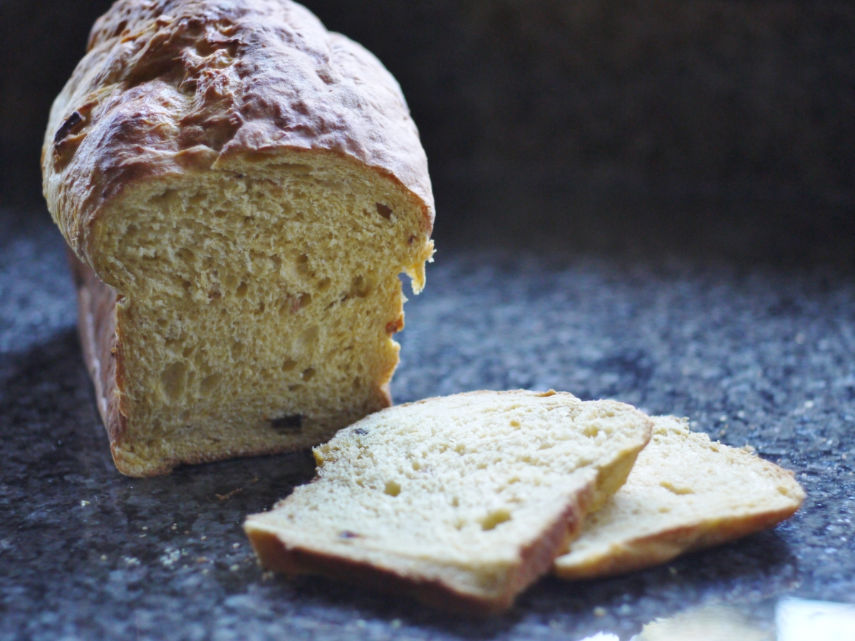 panettone-sliced-loaf