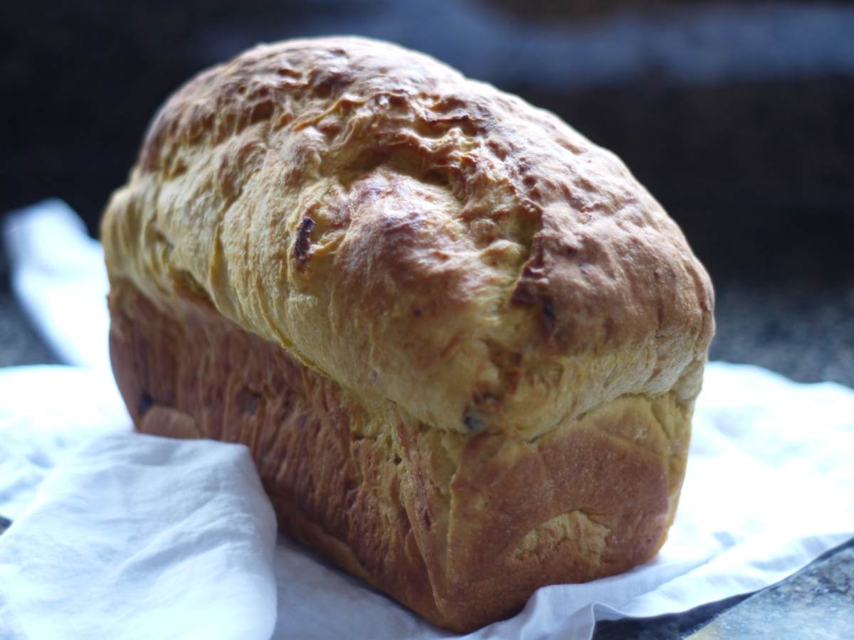 panettone-whole-loaf